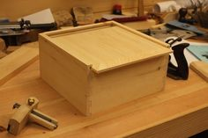 Woodworking How To The final step in our four-part dovetail box series is closing up the box. Learn how to make a snug sliding lid in just five steps. - Top off a handmade box when you learn how to make a snug sliding lid in just five steps. Wooden Box Plans, Wooden Box With Lid, Diy Wood Box, Small Wooden Boxes, Wooden Gift Boxes, Wooden Jewelry Boxes, Wooden Gifts, Wood Boxes, Wooden Diy