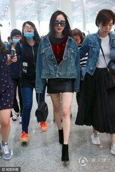 Thời trang sân bay đẳng cấp của Dương Mịch Dope Fashion, Korean Fashion, Girl Fashion, Mens Fashion, Fashion Tips, Fashion Design, Asia Girl, Airport Style, Asian Style