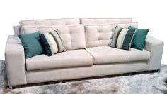 O sofá Santorini é o conforto que faltava na sua casa! Com 2 e 3 lugares, possui as almofadas do encosto e do assento soltas com detalhes em capitonê. Disponível em vários tecidos, conforme nosso mostruário. http://www.moradamoveis.com/