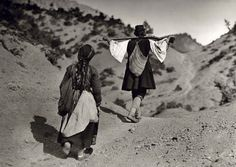 Swiss photographer Fred Boissonnas was not only a well-known Philhellene but also the first foreign photographer who captured Greece's early century history. Boissonnas started travelling through Greek lands … Greece Photography, Art Photography, Magnified Images, Greek History, Greek Culture, Frederic, Great Photographers, Black And White Photography, Athens