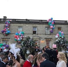 #happycolors #beautifuldecor #balloons #flowers #elegance to #celebrate #pavlosa