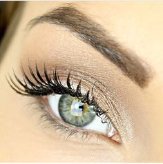 Gorgeous gold eye using M.A.C pigment in 'Naked'