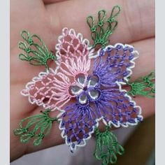 This Pin was discovered by Duy Knitted Poncho, Knitted Shawls, Embroidery Patterns, Hand Embroidery, Crochet Unique, Denim Earrings, Needle Lace, Lace Flowers, Crochet Accessories