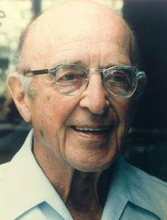 Карл Рэнс Роджерс ( 1902-1987 ) Теория Роджерса практически революционная в мире психологии. Она связана с глубинным ядром натуры человека и утверждает что оно положительно.