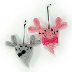 The 14th of February is St. Valentine's Day, a day of love and romance. Let's crochet a symbol of the day - a heart with two cute bunnies. Follow this free amigurumi pattern!