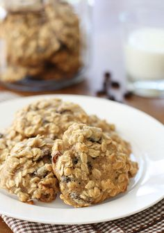 Oatmeal Raisin Walnut Cookies - Don't you love the smell of homemade oatmeal cookies baking in the oven?   #weightwatchers