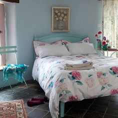 Pretty pink and blue floral bedroom via designismine