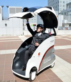 Hitachi just introduced self-driving vehicles in Japan. The concept is meant to help increase mobility and navigation for disabled and elderly people. E Quad, Strange Cars, E Mobility, Microcar, Flying Car, Futuristic Cars, Pedal Cars, Self Driving, Small Cars