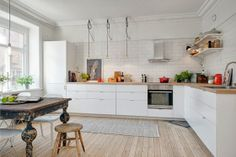 L-shaped kitchen design is using a couple of adjacent walls in the design. Other designs feature one standing wall and an open countertop. Kitchen Interior, New Kitchen, Kitchen Dining, Kitchen Decor, Kitchen White, Kitchen Ideas, Kitchen Wood, Kitchen Trends, Basic Kitchen