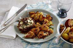 Überbackene Koteletts mit Feta-Walnusskruste zu geröstetem Blumenkohl und Bratkartoffeln Rezept   LECKER