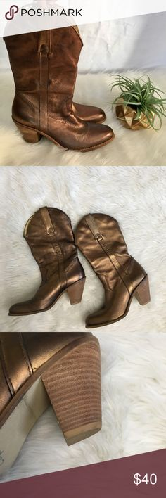 """Bronze Leather Daisy Duke Western Cowboy Boots Jessica Simpson Bronze Leather Daisy Duke Western Cowboy Boots Womens 7.5 Leather  Pull on style  3"""" faux wood block heel. 13.5"""" including heel.  LOOKS GREAT WITH A TAN ! Great condition!  Quick shipping! WE SHIP EITHER THE SAME BUSINESS DAY OR NEXT. ORDERS ON WEEKENDS ARE IN MAIL BY MONDAY MORNING. Jessica Simpson Shoes Heeled Boots"""