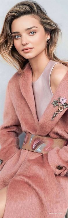 Miranda Kerr for Vogue Australia by Nicole Bentley / Beautiful brooch on a pink coat Pink Fashion, Love Fashion, Fashion Models, Winter Fashion, Color Fashion, Trendy Fashion, Mode Rose, Australian Models, Glamour