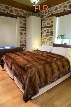 Crafted from real Brown Mink skins with beautiful shades , it provides natural warmth. Fur Bedding, Luxury Bedding, Sophisticated Bedroom, Home Decor Mirrors, Fur Blanket, Comfy Bed, Soft Blankets, Western Decor, Bedroom Styles