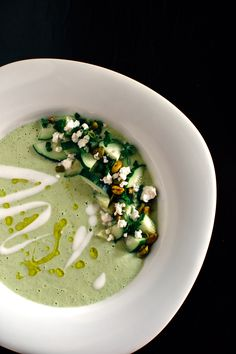 Summer in a (green) bowl! Gazpacho incl yoghurt