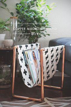 DIY Koperen tijdschriftenrek in Scandinavische stijl. // via Zana