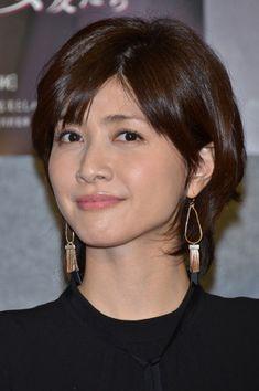 内田有紀 Beautiful Asian Girls, Beautiful Women, Beauty Photos, Nice Body, Japanese Girl, How To Look Better, Short Hair Styles, Hair Cuts, Hair Beauty