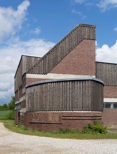 Hugo Haring Garkau still relevant … Hans Scharoun, Roof Detail, Unique Buildings, Building Exterior, Amazing Spaces, Built Environment, Built In Storage, Kirchen, Art And Architecture