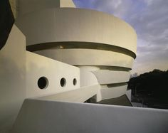 Frank Lloyd Wright at the Guggenheim: The Solomon R. Guggenheim Museum by Frank Lloyd Wright