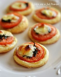 Mini Tomato and Mozzarella Tarts ~ How amazing would these be for a party or Bunco?!? #appetizer #party