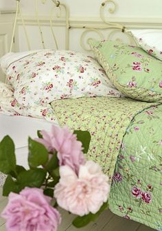Love how the two green materials have been sewn together and that they make for a thin quilt. A must for a purple bedroom.<---- previous pinner(I have purple vases from mothers day n a cream purple scrip frame with green accents hear n there... Need ideas in how to combine both beautifully