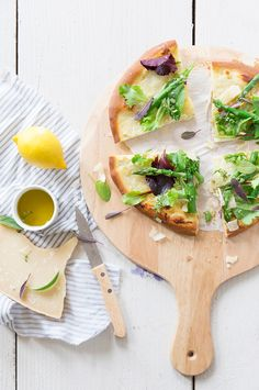 Pizza blanche, crème d'artichaut et asperges vertes - Fraise & Basilic