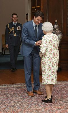 Queen Elizabeth II Photos - Queen Elizabeth II greets Canadian Prime Minister Justin Trudeau during an audience at the Palace of Holyroodhouse in Edinburgh, Scotland. - Justin Trudeau Arrives at Holyroodhouse for an Audience With the Queen Justin Trudeau, Barack Obama, Sophie Gregoire Trudeau, Premier Ministre, Elisabeth Ii, O Canada, People Of Interest, Save The Queen, High Society