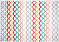 Ajoutez un peu de couleur et de gaité à la chambre de votre enfant grâce à ce tapis Billy ! Avec son dessin en forme d'écailles et sa matière souple, il fera plaisir aux petits tout en décorant la pièce. Ce tapis enfant est fabriqué en 100% polypropylène et est facile d'entretien.  Dimensions : 120 x 170 cm