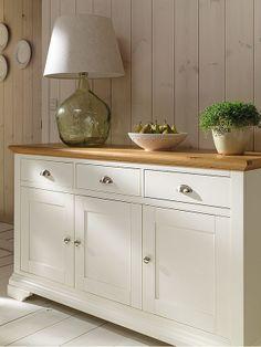 Llena tu casa de encanto rústico Sideboard Dekor, White Sideboard Buffet, Kitchen Sideboard, Painted Sideboard, Kitchen Decor, Kitchen Cabinets, Credenza, Paint Furniture, Furniture Styles