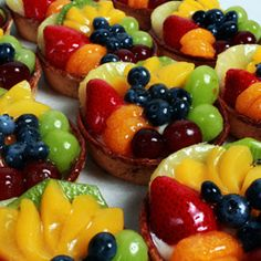 Assorted Fruit Tarts Pastry shells filled with custard & glazed fruit on top. Yummy Treats, Delicious Desserts, Sweet Treats, Fruit Custard Tart, Fruit Tarts, Pastry Shells, Romanian Food, Sweets Recipes, Cupcake Cakes