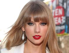 olhar de arrasar da cantora Taylor Swift <3