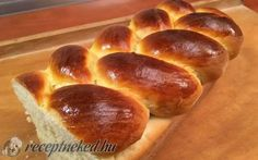 Puha, foszlós kalács recept konyhájából - Receptneked.hu Hot Dog Buns, Hot Dogs, Bread Recipes, Baking, Food, Reception, Easter, Bakken, Essen