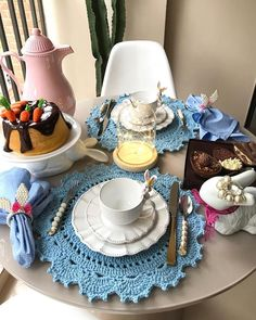 Coffee Break, My Coffee, Table Setting Inspiration, Beautiful Crochet, Dinner Table, Kitchen Utensils, E Design, Food Photography, Table Settings