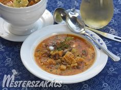 Vaddisznó betyárleves recept Cheeseburger Chowder, Curry, Soup, Ethnic Recipes, Drink, Curries, Beverage, Soups, Drinking