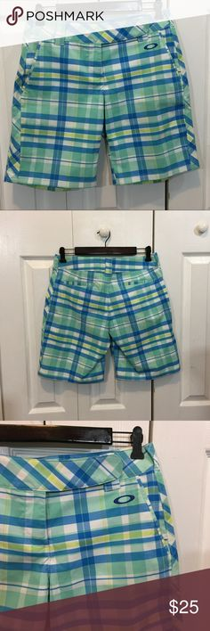 Oakley Plaid Women s Bermuda Walking Golf Shorts 6 Excellent Used  Condition. No holes 3eeb0f15ba1
