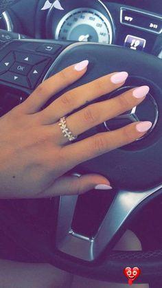 Die besten Farben für mandelförmige Nägel - Society19 #besten #die #Farben #für #mandelförmige #nagel #nails arcylic #nails cute #nails dark #nails natural #nails spring #Society19<br>