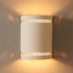 Wall fixture for the Bedroom and Living Room. Diy Luminaire, Luminaire Mural, Ceramic Wall Lights, Wood Floor Lamp, Modern Lighting Design, Modern Wall Sconces, Outdoor Light Fixtures, Wall Fixtures, Light Project