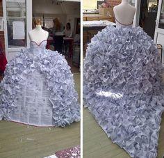 Una studentessa di design ed arte ha ideato un insolito vestito da sposa…