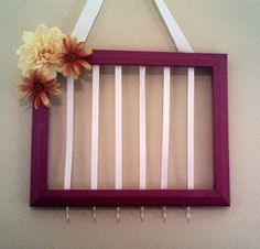 Diy bow and headband holder Crafts For Girls, Baby Crafts, Diy For Kids, Diy And Crafts, Organizing Hair Accessories, Diy Hair Accessories, Bow Hanger, Diy Baby Headbands, Baby Headband Storage