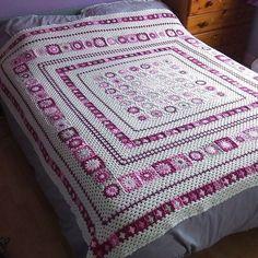 Crochet afghans 138133913554125099 - Grace Blanket Free Crochet Pattern Source by Crochet Afgans, Crochet Quilt, Crochet Squares, Crochet Home, Crochet Granny, Crochet Blanket Patterns, Crochet Crafts, Crochet Yarn, Crochet Stitches