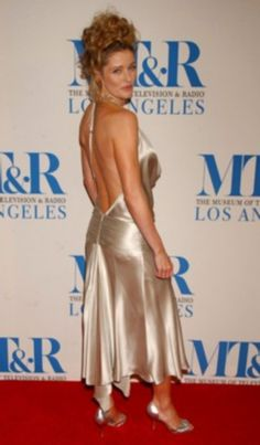 Louise Lombard, Backless, Formal Dresses, Celebrities, Beauty, Women, Fashion, Dresses For Formal, Moda