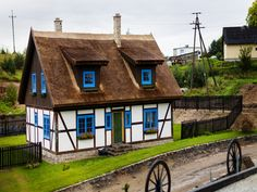 Half-timbered wall house, Thatched roof