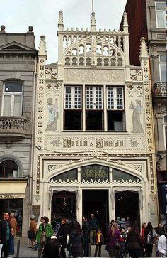 Livraria Lello & Irmão/Livraria Chardron/Livraria Lello  Bookstore_Porto,Portugal_exterior