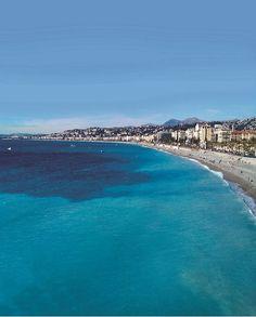 La baie des Anges de Nice: c'est est une baie méditerranéenne qui s'étend de Nice, avec la promenade des Anglais et le quai des États-Unis jusqu'au cap d'Antibes. Elle longe les communes de Nice, Saint-Laurent-du-Var, Cagnes-sur-Mer, Villeneuve-Loubet et Antibes.