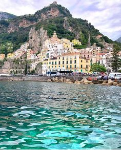 Amalfi, italy 🇮 🇹 places to visit in 2019 позитано италия, и Italy Vacation, Vacation Trips, Dream Vacations, Vacation Spots, Vacation Rentals, New Travel, Italy Travel, Travel Europe, Sorrento