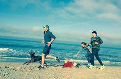 Strandlauf mit der ganzen Familie - alle machen mit #beachrun #bluesky #läuftbeiuns #westerland #herbst #ferien #runner #laufen #joggen #running #frontrunner #endlesssummer #runifico #styleproofed viel Spaß allen Marathonstartern heute in Frankfurt und Luzern  #swisscitymarathon #ffm_marathon #frankfurtmarathon #marathon #marathontraining