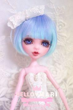 몬스터하이 리페인팅 드라큐라우라 : 네이버 블로그 All Monster High Dolls, Monster High Custom, Monster Dolls, Monster High Repaint, Ooak Dolls, Blythe Dolls, Art Dolls, Ever After Dolls, Broken Doll