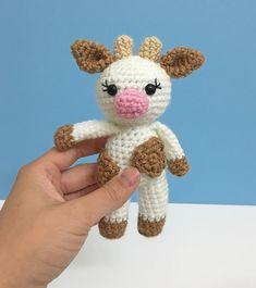 Crochet Amigurumi Mini Amigurumi Cow - A Free Crochet Pattern Crochet Cow, Crochet Eyes, Crochet Amigurumi Free Patterns, Crochet Gifts, Cute Crochet, Crochet Dolls, Crochet Yarn, Crochet Unicorn, Crochet Mignon