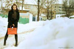 Color in winter - orange bag - Migdelia, fashion for petite women http://migdelia.wordpress.com/2014/02/08/culoare-iarna-geanta-portocalie/