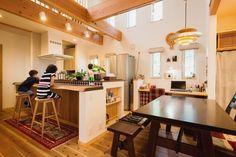 """【アイジースタイルハウス】キッチン。本物の""""自然素材""""を肌で感じる 開放感と薪ストーブのある暮らし"""