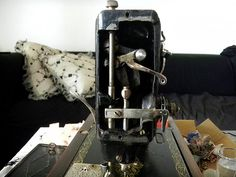 Cleaning an old Singer sewing machine Brother Sewing Machines, Treadle Sewing Machines, Antique Sewing Machines, Sewing Hacks, Sewing Projects, Sewing Tips, Sewing Ideas, Sewing Machine Repair, Sewing Shorts